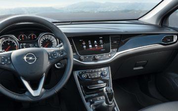 Zarezerwuj Opel Astra SW