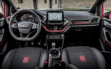 Zarezerwuj Ford Fiesta
